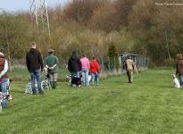 Ausbildungsstation Führung und Korrektur des Hundes beim Vorbeigehen an Gartenzäunen