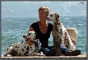 Meine Frau Karola Lehmann mit ihrem Rüden Ozone links und ihrer Hündin Latoya rechts